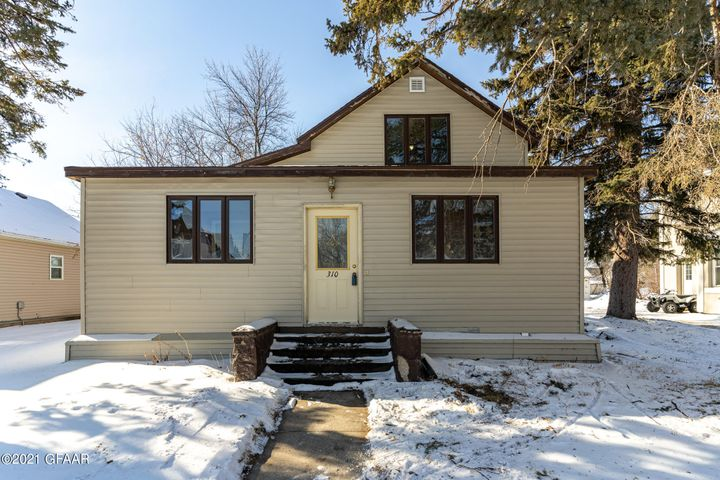 Are you looking for a fabulous heated garage with storage in Larimore? Want a move in ready home? Want main floor master and laundry? This is the home for you. Home features large eat-in kitchen, new roof (2020), new high efficient AC/heat (2020), new carpet in living room (2021) and new fridge (2021).  There is a fenced backyard.  Larimore located 20 minutes from GFAFB.