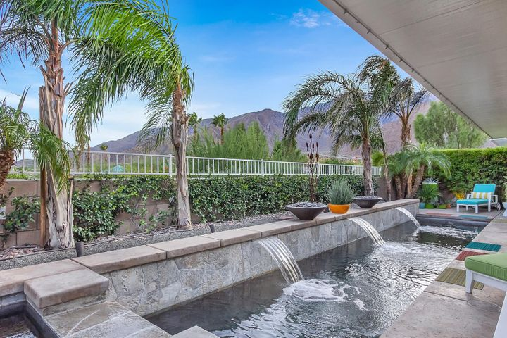 1087 Vista Sol, Palm Springs, CA 92262