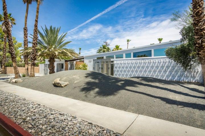 1050 E Racquet Club Road, Palm Springs, CA 92262
