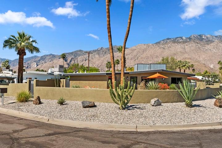 595 N Calle Marcus, Palm Springs, CA 92262