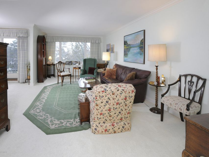 630 Steamboat Road, #4D, Greenwich, CT 06830