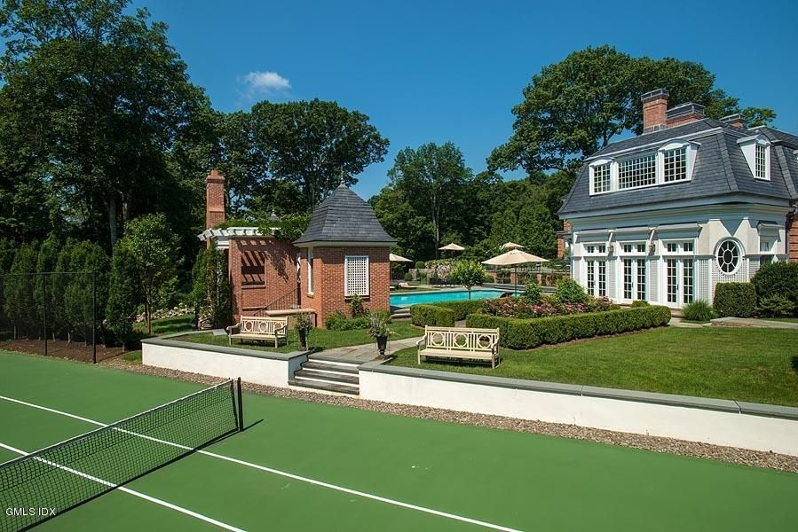 29 Round Hill Club Road, Greenwich, CT 06831