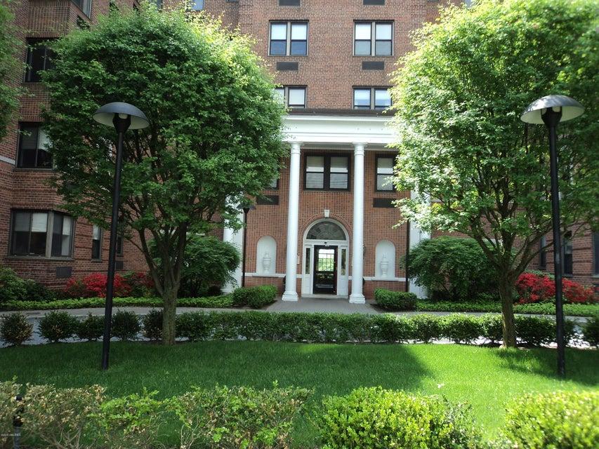 40 W Elm Street 4C, Greenwich, CT 06830