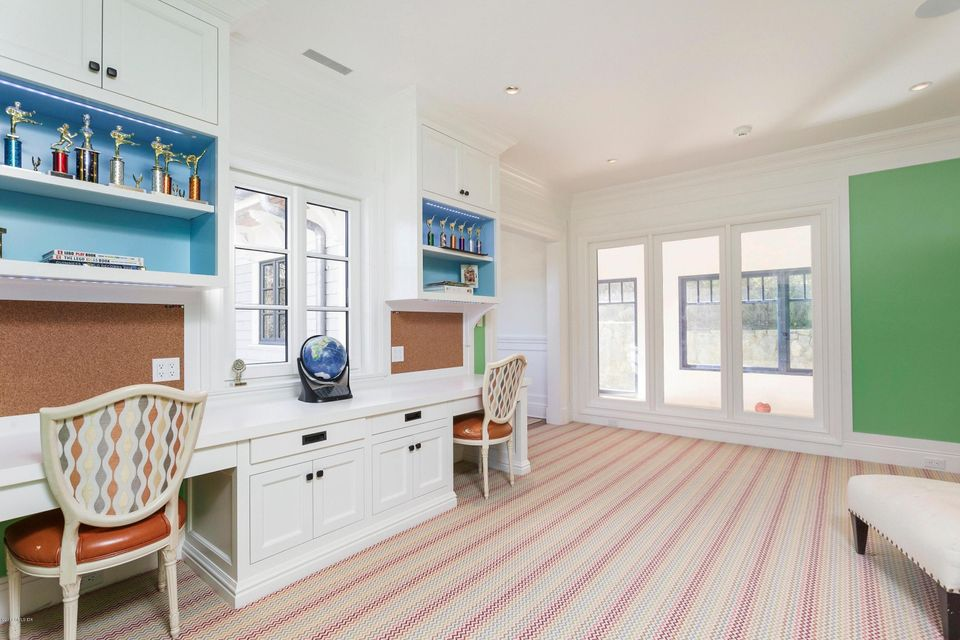 45 Meadow Wood Drive, Greenwich, CT 06830