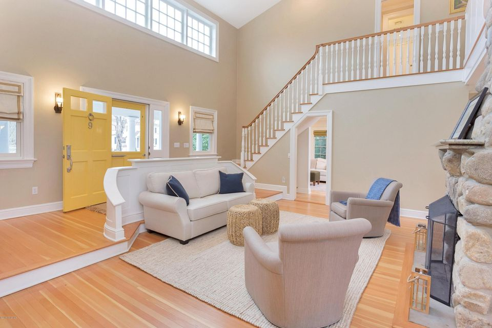 9 Grimes Road, Old Greenwich, CT 06870