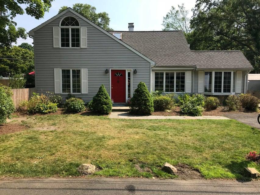 2 Gerald Court,Riverside,Connecticut 06878,4 Bedrooms Bedrooms,2 BathroomsBathrooms,Single family,Gerald,103709