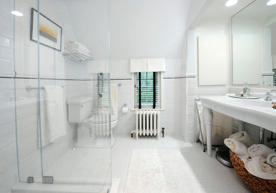 170 Overlook Drive,Greenwich,Connecticut 06830,5 Bedrooms Bedrooms,5 BathroomsBathrooms,Single family,Overlook,104487