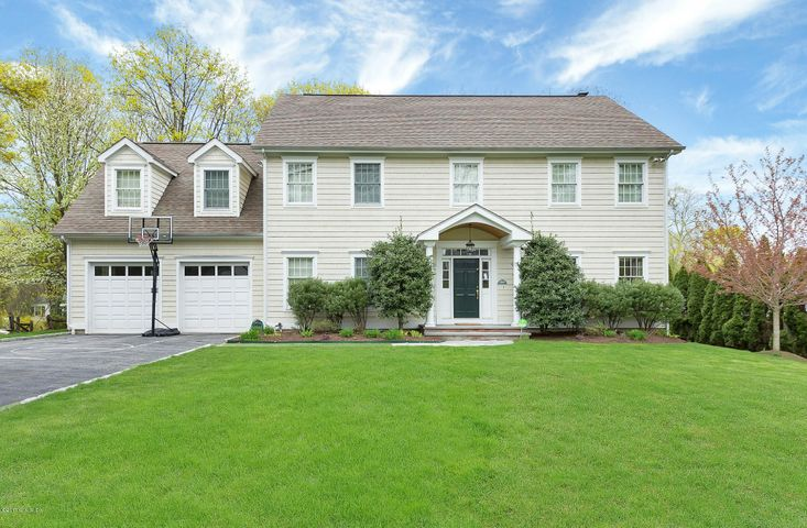 17 Old Wagon Road, Old Greenwich, CT 06870