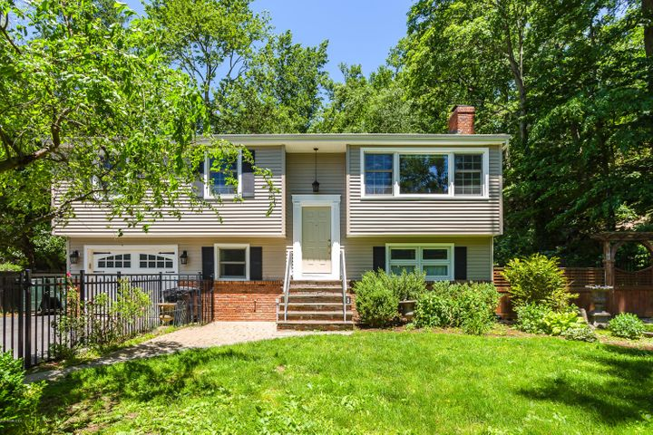 23 Fado Lane, Cos Cob, CT 06807