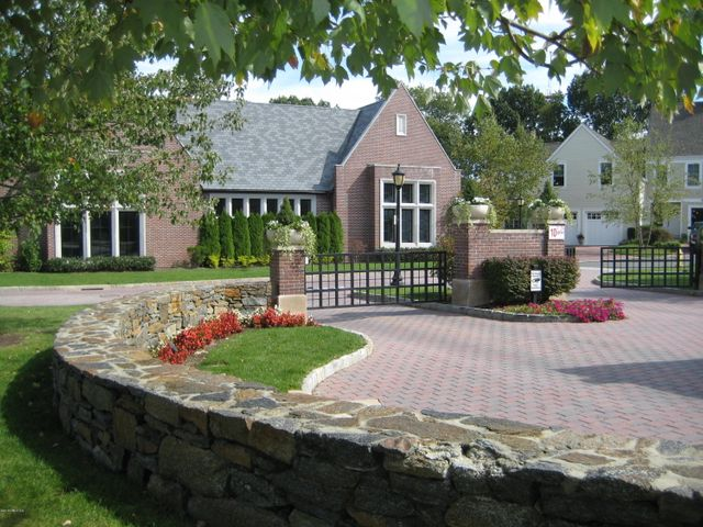 Palmer Hill Entrance