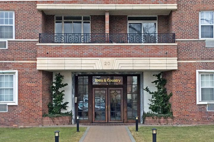 20 Church Street, B32, Greenwich, CT 06830
