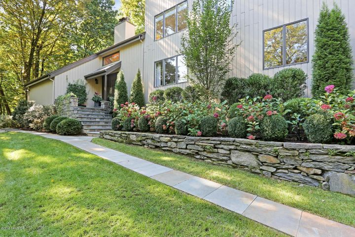 10 Stepping Stone Lane, Greenwich, CT 06830
