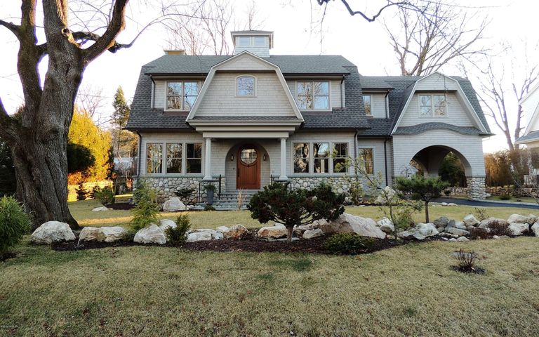 18 Tait Road, Old Greenwich, CT 06870