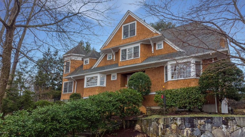 21 Hendrie Drive, Old Greenwich, CT 06870