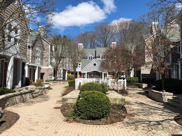 453 E Putnam Avenue, 1D, Cos Cob, CT 06807