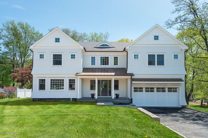 8 Robin Place, Old Greenwich, CT 06870