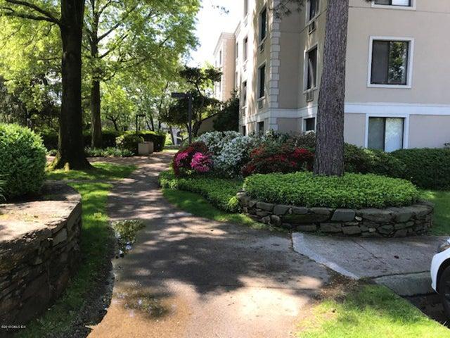 1525 E Putnam Avenue, 301, Old Greenwich, CT 06870