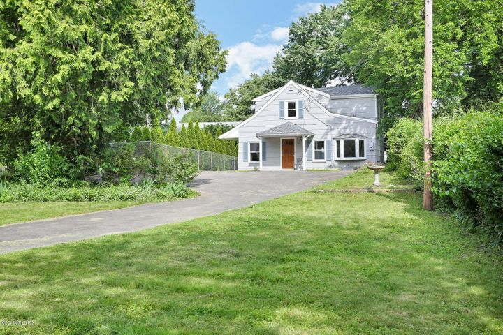 33 Sunshine Avenue, Riverside, CT 06878
