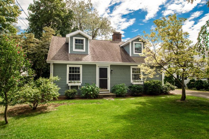 2 Mulberry Lane, Cos Cob, CT 06807