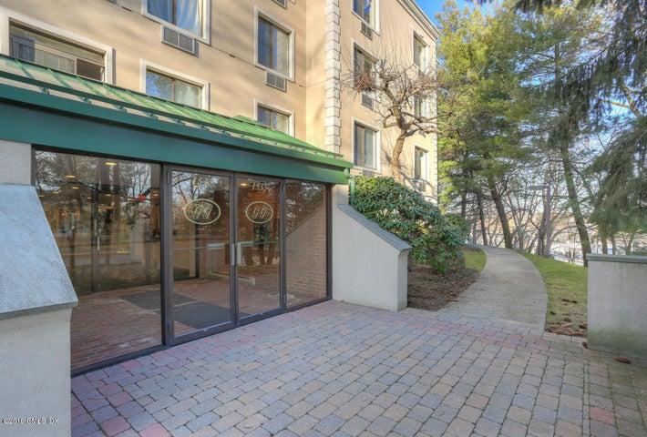 1535 E Putnam Avenue, 208, Old Greenwich, CT 06870