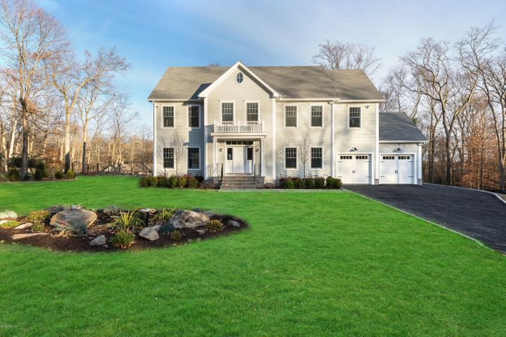 9 Cottontail Road, Cos Cob, CT 06807