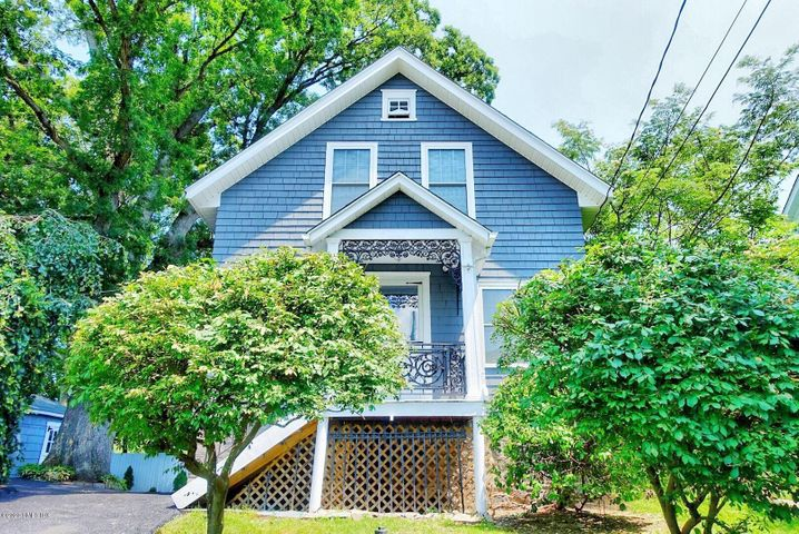 35 Edgewood Avenue, Greenwich, CT 06830