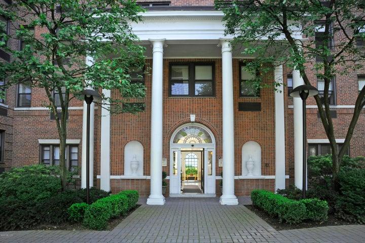 40 W Elm Street, 4B, Greenwich, CT 06830