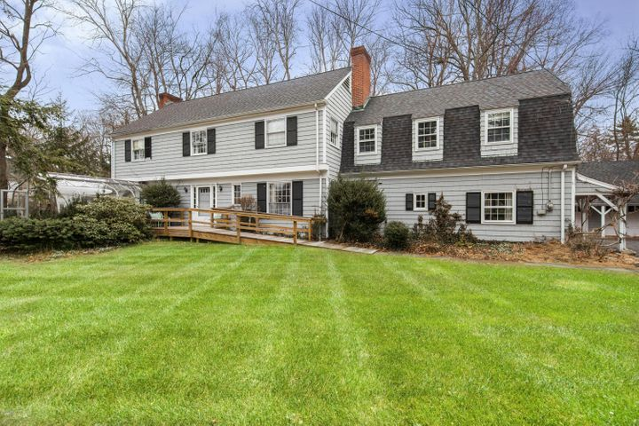 15 Grossett Road, Riverside, CT 06878