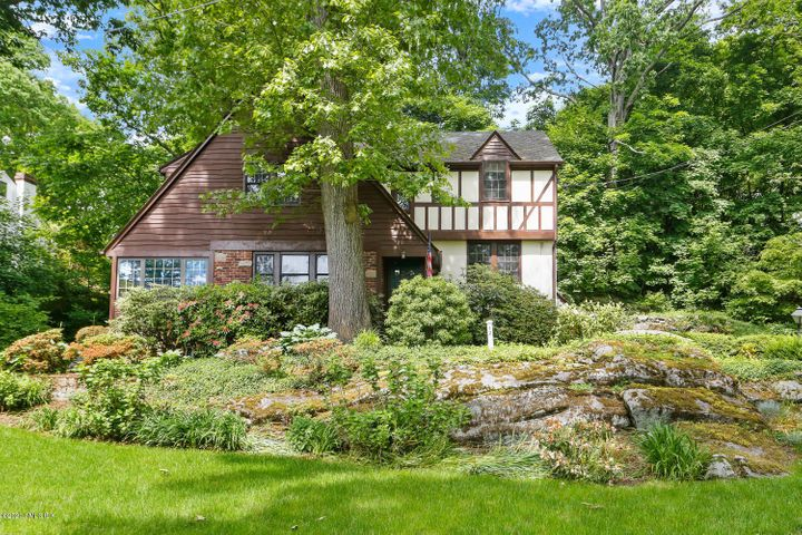 12 Osee Place, Cos Cob, CT 06807