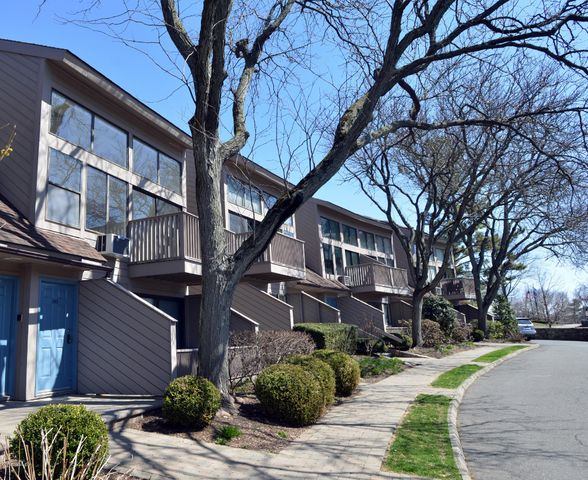 1465 E Putnam Avenue, 118, Old Greenwich, CT 06870