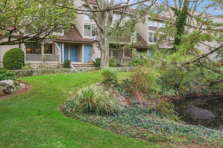 1465 E Putnam Avenue, 513, Old Greenwich, CT 06870