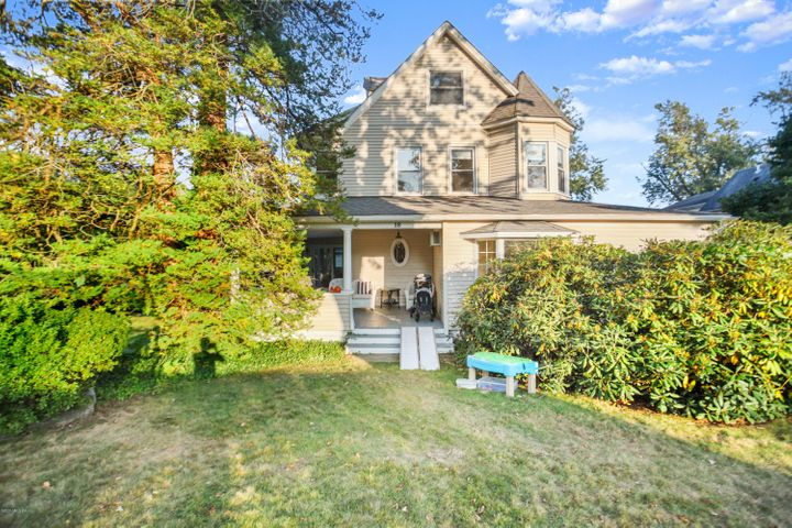 18 Shore Road, Old Greenwich, CT 06870