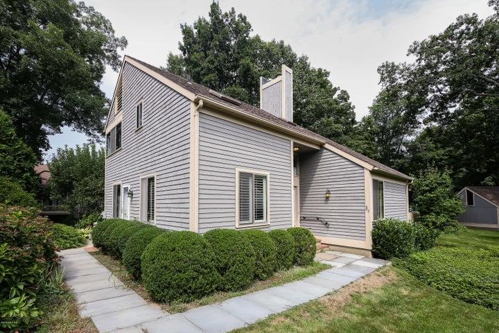 307 W Lyon Farm Drive 307, Greenwich, CT 06831