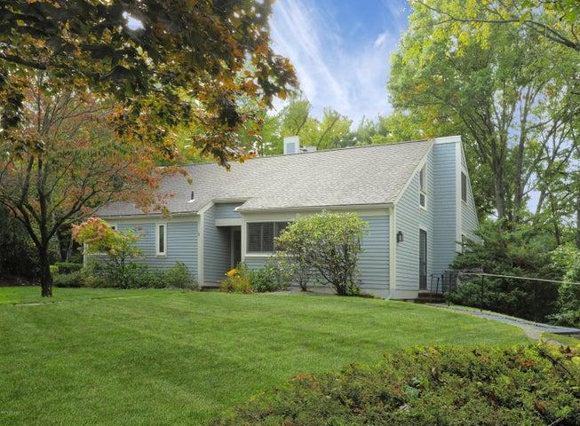 15 E Lyon Farm Drive 15, Greenwich, CT 06831