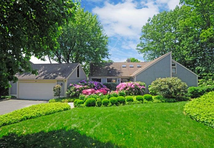 625 W Lyon Farm Drive 625, Greenwich, CT 06831