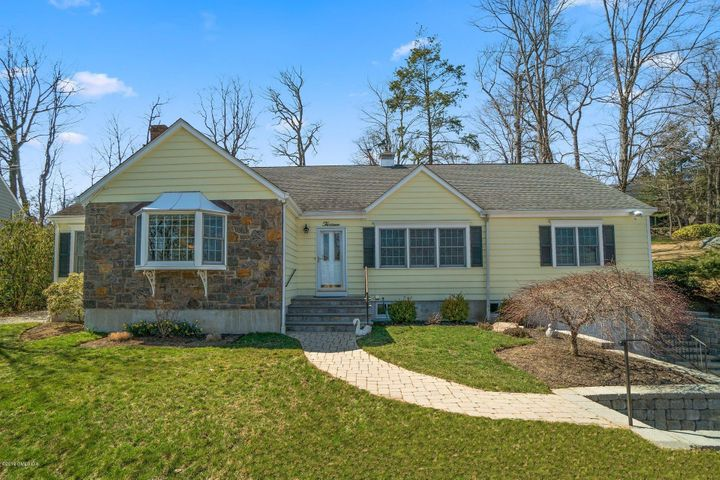 13 Hickory Drive, Greenwich, CT 06831