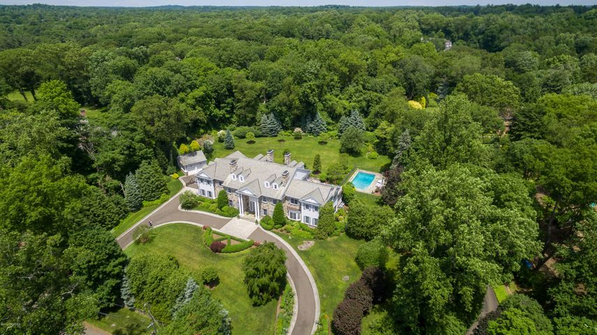 15 Knollwood Drive, Greenwich, CT 06830