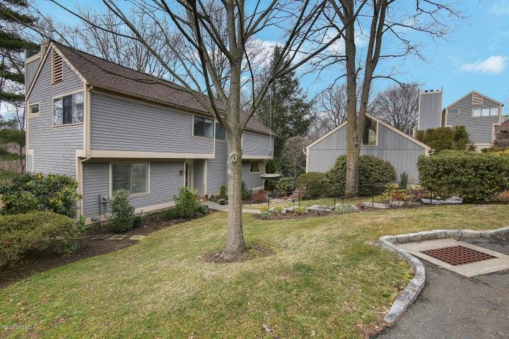 414 W Lyon Farm Drive 414, Greenwich, CT 06831