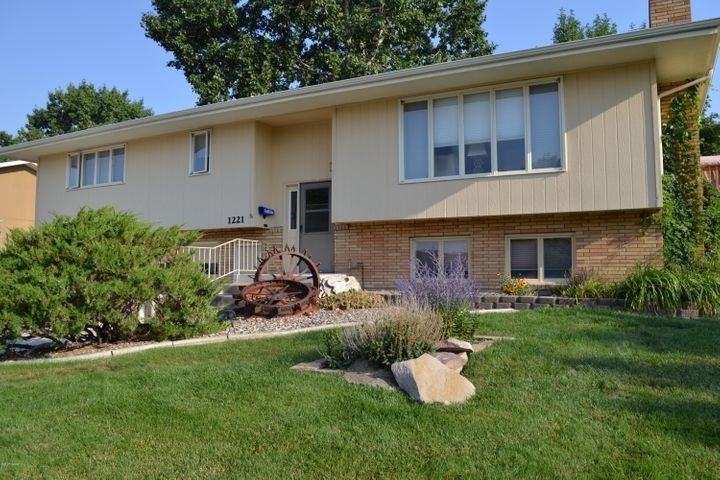 1221 25th AVE SW, GREAT FALLS, MT 59404
