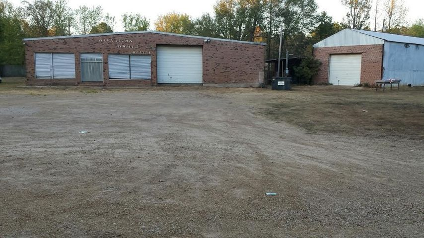 1084 Mike Parra Rd, Columbus, MS 39705