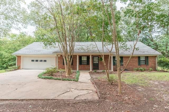 1178 Goldfinch Rd, Starkville, MS 39759