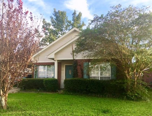 215 Clements Ave., Starkville, MS 39759