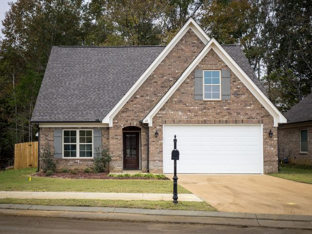 42 Molly Dr., Starkville, MS 39759