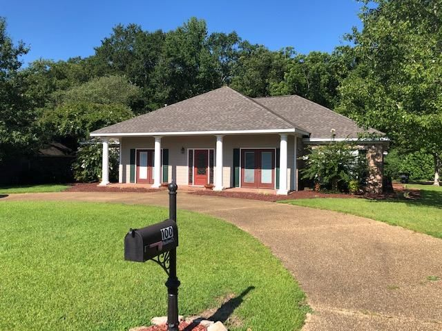 100 Meadows Court, West Point, MS 39773