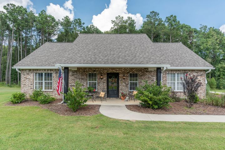 614 Natchez Trace Rd, Mathiston, MS 39752
