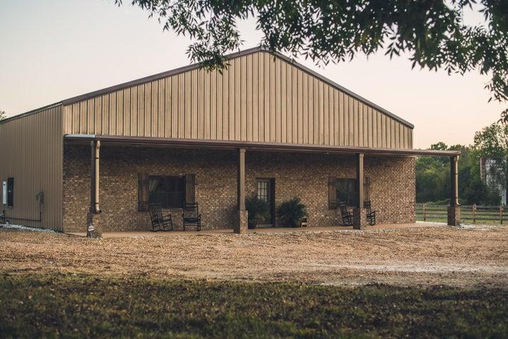 2744 Robinson Rd, Starkville, MS 39759