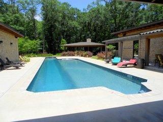 401 Hickory Dr, West Point, MS 39773