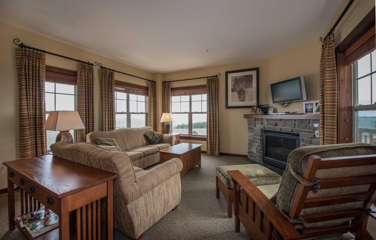 317 SOARING EAGLE LODGE, SNOWSHOE, WV 26291