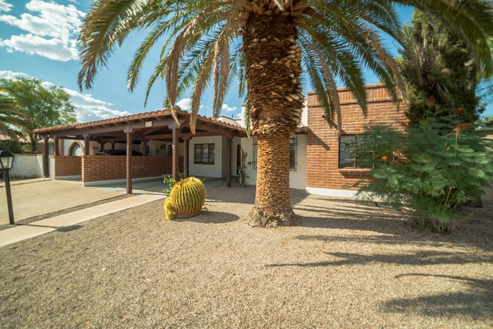 110 W Los Robles, Green Valley, AZ 85614