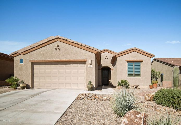 860 W Bosch Drive, Green Valley, AZ 85614